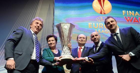 Prezydent Warszawy Hanna Gronkiewicz-Waltz odebrała z rąk Zbigniewa Bońka, prezesa PZPN oraz przedstawicieli drużyny Sevilla FC puchar Ligi Europy. W najbliższych dniach trofeum, które otrzymają zwycięzcy finału, który rozegrany zostanie 27 maja na Stadionie Narodowym, prezentowane będzie warszawiakom.