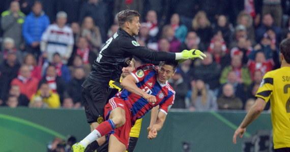 Bramkarz Borussii Dortmund Mitchell Langerak przeprosił SMS-owo Roberta Lewandowskiego za to, że Polak odniósł przez niego poważną kontuzję. W poniedziałek w półfinale Pucharu Niemiec w walce o piłkę doszło do starcia między Langerakiem a napastnikiem Bayernu.