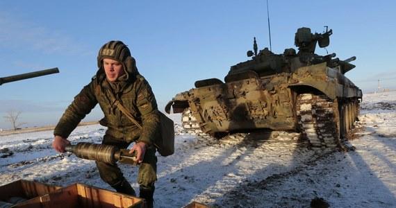 Rosja zamierza wzmocnić swoje siły w obwodzie kaliningradzkim w odpowiedzi na wzrost aktywności NATO w regionie Morza Bałtyckiego - poinformowały rosyjskie media. Według nich, wzmocnienie Floty Bałtyckiej i grupy wojsk w obwodzie kaliningradzkim było w ubiegłym tygodniu tematem posiedzenia kolegium Ministerstwa Obrony Federacji Rosyjskiej.