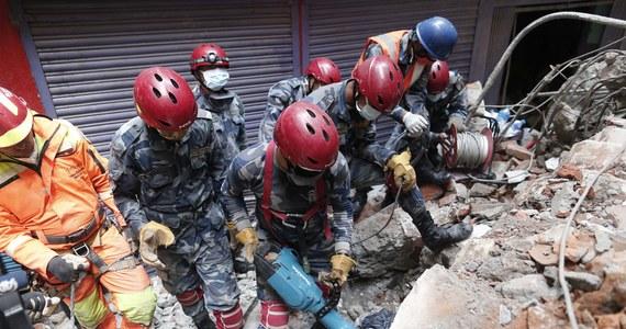W sobotę wieczorem z Polski poleci do Nepalu samolot z pomocą rządową i organizacji pozarządowych, w tym Polskiego Czerwonego Krzyża. Tym transportem mają potem wrócić polscy strażacy, którzy pomagają w usuwaniu skutków wielkiego trzęsienia ziemi.