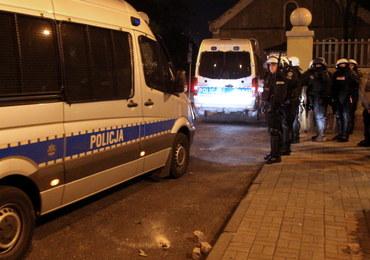 Zamieszki w Knurowie po śmierci 27-latka. 14 rannych policjantów, 6 zatrzymanych kibiców