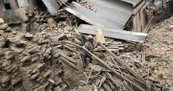 Osiem dni po trzęsieniu ziemi w Nepalu ratownicy wydobyli spod gruzów w górskiej wiosce cztery żywe osoby. Jedna z nich to mężczyzna, który ma 105 lat.