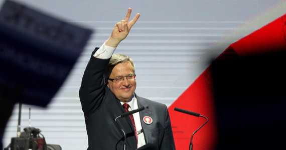 """""""10 maja wybierzmy zgodę i bezpieczeństwo, bądźmy tego dnia razem, bo razem wygramy te wybory"""" - apelował na konwencji podsumowującej kampanię wyborczą ubiegający się o reelekcję prezydent Bronisław Komorowski. """"Nie będzie zgody na głupotę, fundamentalizm, nieodpowiedzialne rzucanie obietnic, psucie państwa polskiego, na odbieranie satysfakcji z osiągnięć Polski na 25-letniej drodze naszej wolności"""" – wyliczał."""