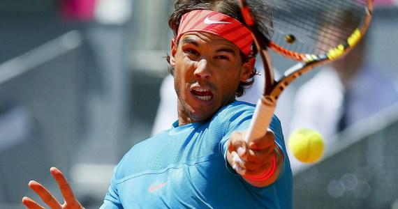 Rozstawiony z numerem trzecim Rafael Nadal awansował do ćwierćfinału tenisowego turnieju ATP Masters 1000 na kortach ziemnych w Madrycie. Hiszpan gładko pokonał Włocha Simone Bolellego 6:2, 6:2.