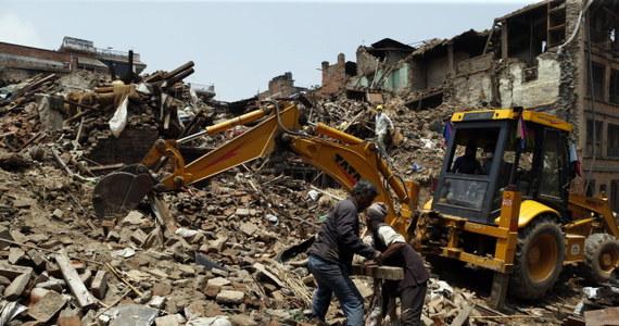 """Himalaistka Anna Czerwińska była w Katmandu, gdy nastąpiło katastrofalne w skutkach trzęsienie ziemi. """"Zostałam tam, by ratować ludzi"""" - powiedziała po powrocie do Warszawy. Obawia się jednak, że lada dzień świat zapomni o problemach Nepalu."""