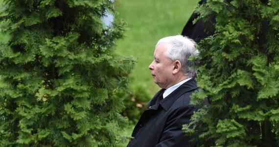 W II turze wyborów prezydenckich musimy przekonać Polaków, którzy opowiedzieli się dziś za zmianami, że Polska może być lepsza - powiedział szef PiS Jarosław Kaczyński, odnosząc się do sondażowych wyników I tury, według których pierwsze miejsce zajął Andrzej Duda. Drugi wynik uzyskał Bronisław Komorowski, a trzeci - Paweł Kukiz.