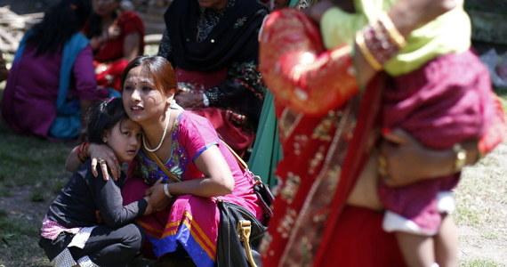 Trzęsienie ziemi o sile 7,4 w skali Richtera w Nepalu. Według najnowszych danych zginęło kilkanaście osób. W Katmandu ludzie w panice wybiegli na ulice. Wstrząsy były odczuwalne w  stolicy Indii, Delhi.