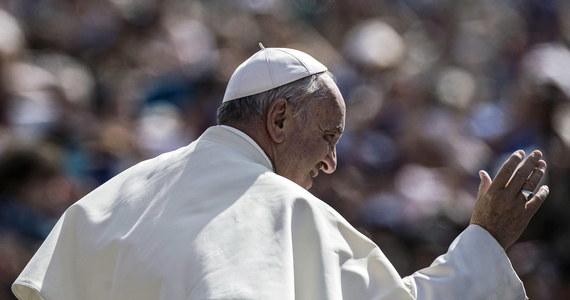 Stolica Apostolska zakończyła negocjacje z Palestyną, a w gotowym już traktacie uzna państwo palestyńskie - przekazał Watykan. Komunikat ogłoszono na 3 dni przed spotkaniem papieża Franciszka z przywódcą Autonomii Palestyńskiej Mahmudem Abbasem.