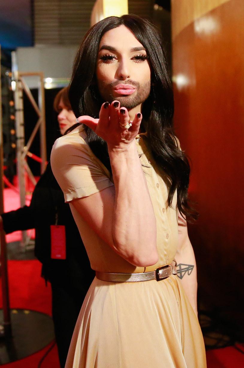 """Conchita Wurst potwierdziła na Facebooku, że wystąpi podczas tegorocznego Sabatu Czarownic w Kielcach ma być """"kobieta z brodą"""" - Conchita Wurst, laureatka Eurowizji 2014."""
