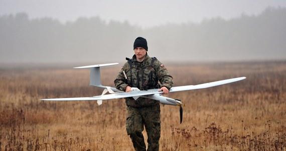 Polskie siły zbrojne szukają drona. Maszyna zaginęła podczas treningu na poligonie w Nadarzycach.