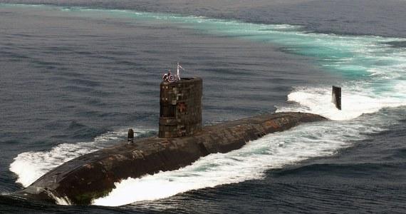 Brytyjka policja poszukuje marynarza, który opublikował w internecie 18-stronicowy raport w sprawie nuklearnych okrętów atomowych. William McNelly obnaża w nim luki w systemach bezpieczeństwa i ostrzega, że Wielka Brytania jest na skraju katastrofy nuklearnej.