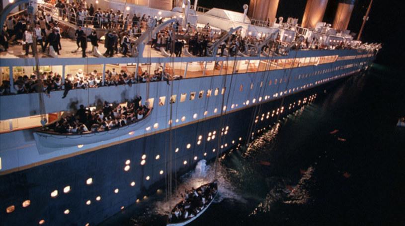 """Uhonorowany 11 Oscarami """"Titanic"""" Jamesa Camerona to jeden z najsłynniejszych filmów w historii kina. W 2017 roku minęło 20 lat od premiery tej superprodukcji. Tymczasem w Krakowie wciąż trwa wystawa """"Titanic - prawdziwa historia""""."""