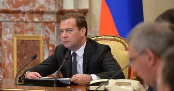 Rosja zajmie twarde stanowisko w przypadku, gdy Ukraina zadecyduje o niespłacaniu długów zaciągniętych przez jej poprzednie władze - oświadczył premier Dmitrij Miedwiediew. Zdanie te padło w wywiadzie wyemitowanym w telewizji państwowej.