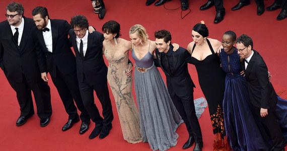 """Francuski dramat """"Dheepan"""" (reż. Jacques Audiard) nagrodzono prestiżową Złotą Palmą na 68. Międzynarodowym Festiwalu Filmowym w Cannes. Film ten nie znajdował się w wąskim gronie faworytów, ale był wychwalany przez francuską prasę."""