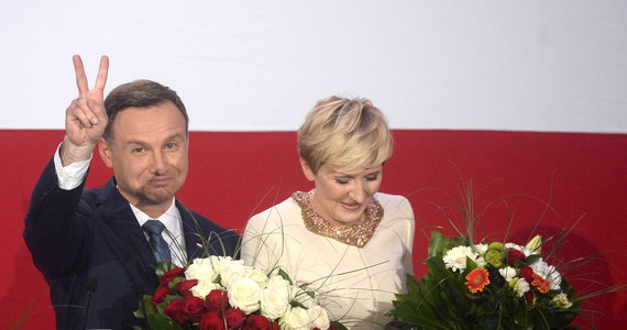 """Wszystkim Polkom i Polakom, którzy oddali głos na Andrzeja Dudę, podziękowała podczas wieczoru wyborczego jego żona, Agata Duda. Podkreśliła, że """"postara się być dobrą pierwszą damą""""."""