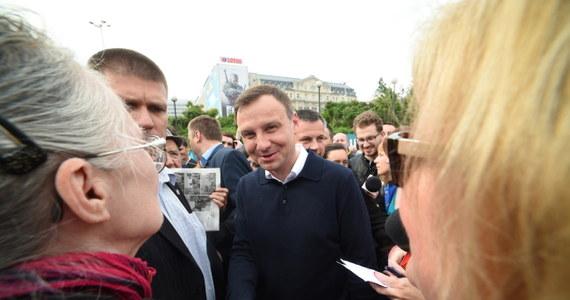 Andrzeja Duda, który według sondażowych wyników zwyciężył w wyborach prezydenckich, zapowiedział, że wystąpi z Prawa i Sprawiedliwości. Taką deklarację złożył podczas spotkania z mieszkańcami Warszawy w centrum miasta przed jedną ze stacji metra.