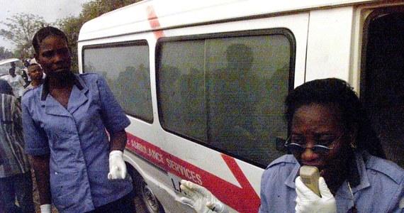 Samochód cysterna eksplodował na zatłoczonym przystanku autobusowym w mieście Awka, stolicy stanu Anambra w Nigerii. Wybuch spowodował pożar 11 samochodów i śmierć 69 ludzi - poinformował szef nigeryjskiego Czerwonego Krzyża Peter Emeka Kathy.