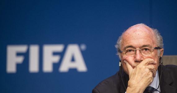 """Sekretarz generalny FIFA Francuz Jerome Valcke przelał w 2008 roku 10 mln dolarów na rachunek zarządzany przez byłego wiceprezydenta FIFA Jacka Warnera - donosi dziennik """"New Jork Times"""". Valcke to najbliższy współpracownik prezydenta federacji Josepha Blattera."""