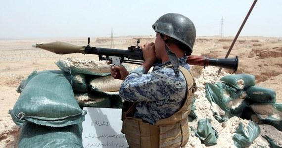 Libijskie siły zbrojne walczące z dżihadystami z Państwa Islamskiego w mieście Bengazi mają coraz mniej amunicji - ostrzegł rzecznik oddziałów wiernych rządowi uznawanemu przez społeczność międzynarodową. Zaapelował również do społeczności międzynarodowej o pomoc.