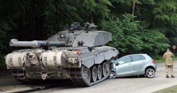 Nietypowy wypadek w niemieckim miasteczku Augustdorf. 18-latka ucząca się na prawo jazdy wjechała w czołg.