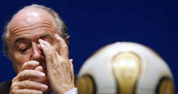 """Doprawdy rzadko wybucha """"bomba"""" pokroju deklaracji Seppa Blattera, który postanowił zrezygnować z szefowania światową piłką czyli FIFA. Jak niewinne staje się wtedy orzeczenie Komisji Dyscyplinarnej PZPN, która na dekadę dyskwalifikuje Kazimierza Grenia."""