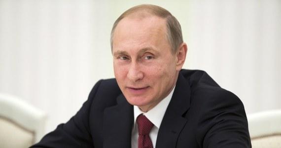 Zupełnie niedawno Dmitrij Rogozin - jastrząb w rosyjskim rządzie odpowiadający za przemysł zbrojeniowy został w telewizji zapytany o sankcje, jakie Zachód wprowadził  przeciwko Rosji i ograniczenia wizowe, jakimi objęto rosyjskich polityków, także samego Rogozina. Długo się nie zastanawiając Rogozin wypalił: czołgi wiz nie potrzebują.