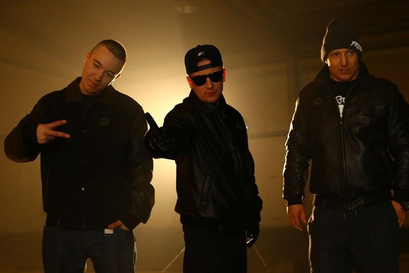 5 czerwca na półkach sklepowych pojawiła się płyta rapowego projektu Kontrabanda, który założyli Chada, Bezczel oraz Z.B.U.K.U. Czy nowa formacja zadomowi się na stałe na polskiej scenie hiphopowej, czy może będzie tylko jednorazowym wyskokiem popularnych raperów? Warto przyglądnąć się innym przedsięwzięciom tego typu.