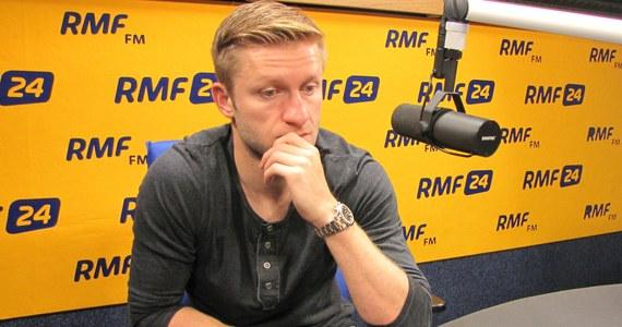 """""""Dla mnie gra w reprezentacji to jest to, o czym najmłodszy chłopak marzy i ja też miałem takie marzenia. Każdy mecz z orzełkiem na piersi jest dla mnie czymś wyjątkowym"""" - mówi Gość Krzysztofa Ziemca w RMF FM Kuba Błaszczykowski. Pytany o to, czy ma żal do trenera i Roberta Lewandowskiego z powodu straty opaski kapitana, odpowiada: """"Nie"""". """"Rozmawiałem z trenerem na ten temat i pewnie jeszcze będziemy rozmawiać, bo nie wszystko zostało wyjaśnione. Dobro reprezentacji jest najważniejsze, a nie jakieś nasze indywidualne cele"""" - ocenia Błaszczykowski. Forma? """"Z formą to jest zawsze tak, ja się śmieję, że forma to jest do ciasta"""" - mówi piłkarz. Dodaje, że wszystko jest w porządku. Pytany o mecz Polska-Gruzja odpowiada: """"Na pewno my jesteśmy w tym meczu faworytem, mamy lepszą drużynę, ale to wszystko trzeba jeszcze udowodnić na boisku""""."""