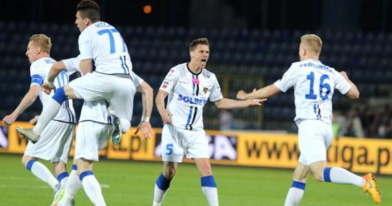 Zawisza Bydgoszcz dołączył do GKS-u Bełchatów. Bydgoszczanie przegrali w ostatnim meczu sezonu piłkarskiej Ekstraklasy z Ruchem Chorzów 2:3 i spadli do pierwszej ligi.