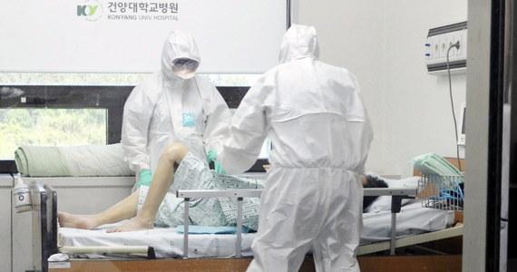 Kolejne 23 osoby zakaziły się wirusem MERS w Korei Południowej. W sumie zakażonych zostało 87 osób. 6 z nich zmarło. W całym kraju poddano już kwarantannie 2,3 tys. osób – wśród nich mieszkańcy jednej z wiosek.