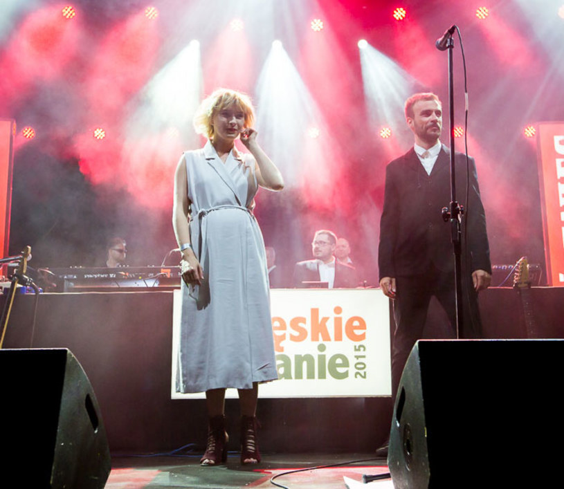 """2 czerwca zespół Męskie Granie Orkiestra w pełnym koncertowym składzie po raz pierwszy zaprezentował utwór """"Armaty"""" promujący szóstą edycję trasy Męskie Granie."""
