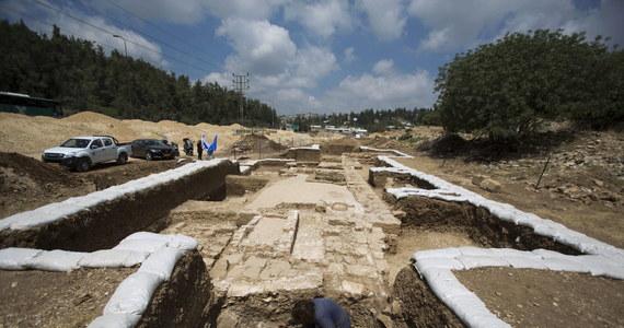 Pozostałości dużego bizantyńskiego kościoła sprzed 1500 lat znaleziono podczas prac nad poszerzeniem drogi łączącej Jerozolimę i Tel Awiw. Annette Nagar z Urzędu Starożytności Izraela jest przekonana, że kościół ten służył podróżującym z wybrzeża.