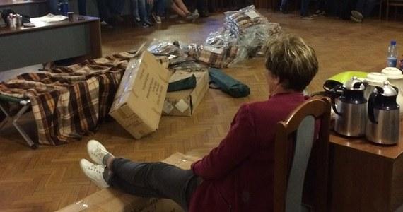 Pracownicy Teatru Dzieci Zagłębia w Będzinie zakończyli okupację starostwa powiatowego. Przerwali protest po tym, jak usłyszeli obietnicę, że znajdą się pieniądze na działalność placówki. Urzędnicy zapowiadają, że umowa w tej sprawie zostanie podpisana podpisana do końca miesiąca.