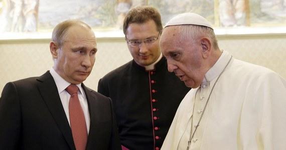 50 minut trwała prywatna rozmowa papieża Franciszka z prezydentem Rosji Władimirem Putinem. Według zapowiedzi jednym z tematów spotkania miała być sytuacja na Ukrainie.