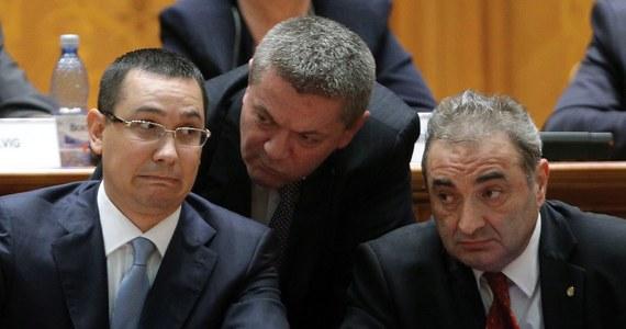 """Rumuński minister transportu Ioan Rus podał się do dymisji po skandalicznej wypowiedzi. Nazwał """"łobuzami"""" i """"chuliganami"""" dzieci emigrantów zarobkowych, a w stosunku do żon Rumunów wyjeżdżających """"za chlebem"""" użył wulgarnego określenia oznaczającego prostytutki."""