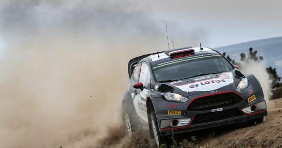 Nowozelandczyk Hayden Paddon (Hyundai I20 WRC) prowadzi po dziesięciu odcinkach specjalnych rozgrywanego na Sardynii Rajdu Włoch, szóstej rundy mistrzostw świata. Robert Kubica (Ford Fiesta WRC) uszkodził na trzecim OS-ie lewe, tylne zawieszenie i przerwał jazdę.