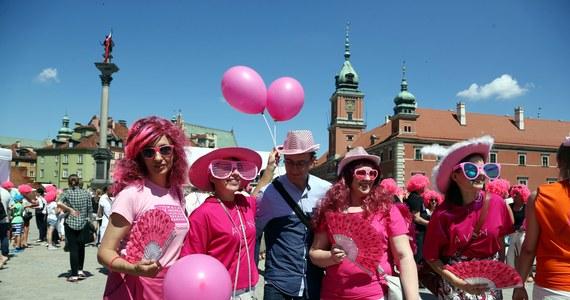 Wcześnie wykryty nowotwór to nie wyrok - przekonują organizatorzy Marszu Różowej Wstążki, który zachęcać ma kobiety do badania piersi. Dziś odbywa się 18. edycja tej imprezy, której celem jest m.in. promocja badań profilaktycznych oraz zbiórka funduszy na akcje edukacyjne.