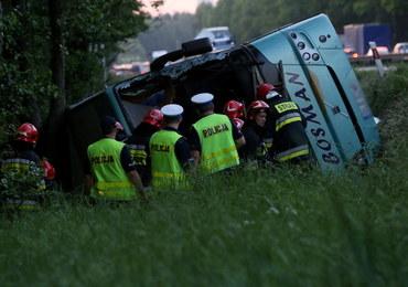 Wypadek autokaru z uczniami. Oszuści oferują pomoc prawną