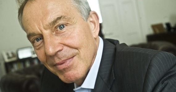 """Tony Blair, jeden z najbardziej wpływowych polityków przyjechał do Krakowa z radami dla Polaków – donosi """"Dziennik Polski"""". Gazeta wyjaśnia, że byłego szefa brytyjskiego rządu nie można było nagrywać ani fotografować. Co prawda była możliwość przeprowadzania wywiadów, ale Blair kazał sobie za to słono zapłacić."""