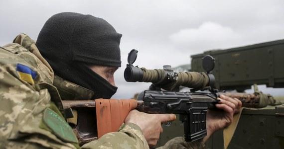 Na wschodniej Ukrainie zatrzymano dwóch ukraińskich żołnierzy, którzy zastrzelili matkę i córkę, posądzane o współpracę z prorosyjskimi separatystami – podała prokuratura obwodu donieckiego. Zastrzelone kobiety 77- i 45-letnia - mieszkały we wsi Łuhanske w obwodzie donieckim. Zatrzymani są szeregowcami w wieku 23 i 25 lat. Obaj przyznali się do winy.