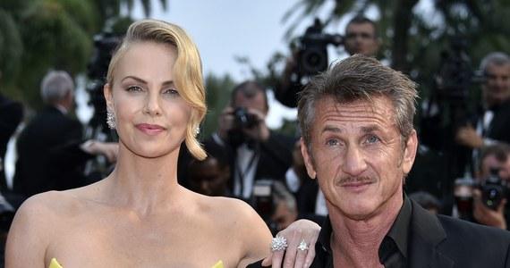 Koniec związku jednej z najgorętszych par show-biznesu. Charlize Theron i Sean Penn ogłosili, że się rozstają.