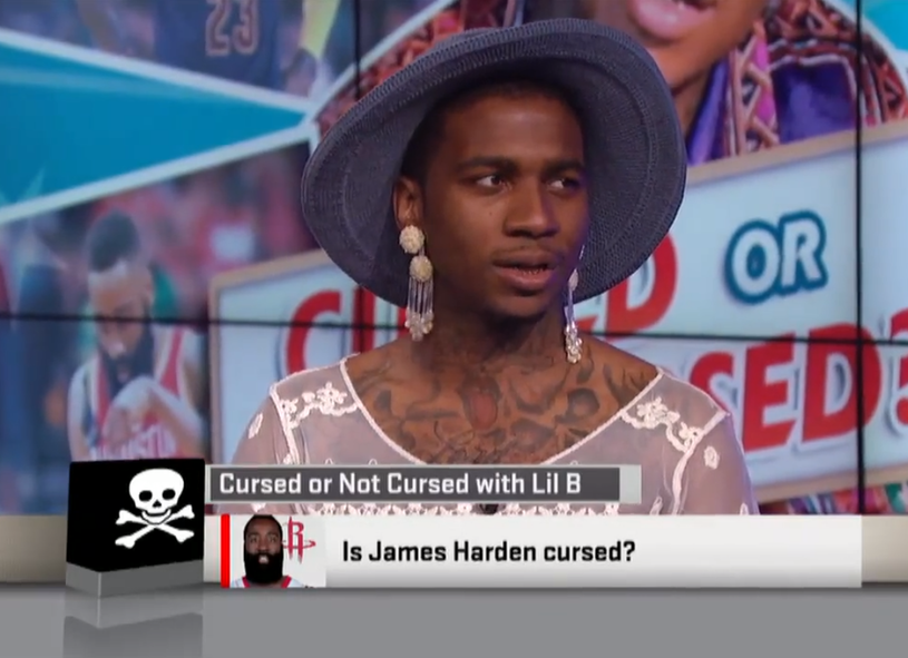 Amerykański raper pojawił się w studiu ESPN, aby porozmawiać o klątwach rzucanych na sportowców. Jednak nie to co powiedział, a to jak wyglądał odbiło się najszerszym echem.