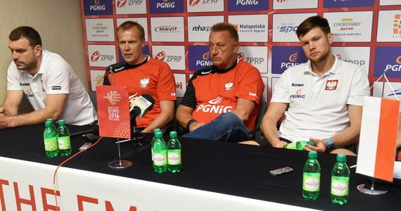 Obrońcy tytułu Francuzi oraz Macedończycy i Serbowie będą rywalami biało-czerwonych w pierwszej fazie mistrzostw Europy piłkarzy ręcznych, które w dniach 15-31 stycznia 2016 roku odbędą się w Polsce. Losowanie grup przeprowadzono dziś w Krakowie.