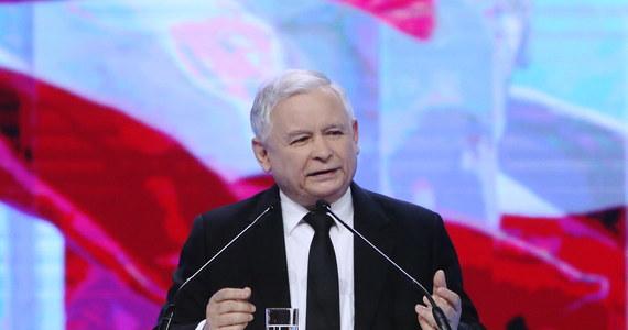 """Beata Szydło będzie kandydatką PiS na stanowisko premiera - poinformował prezes Jarosław Kaczyński w czasie konwencji partii w Warszawie. Jak mówił, Szydło jest """"uczciwa, pracowita, rzetelna, jest młoda, ale jest dojrzała jednocześnie""""."""