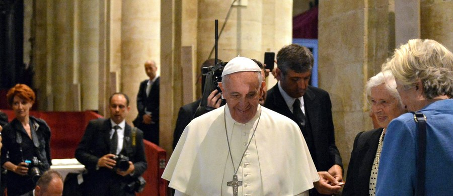 """Niemiecki dziennik """"Die Welt"""" zastrzega, że stanowisko papieża Franciszka ws. aborcji nie jest """"darmowym biletem na aborcję"""". Według dziennikarzy ma ono raczej przypominać o pierwotnej misji Kościoła, polegającej na dawaniu nadziei."""