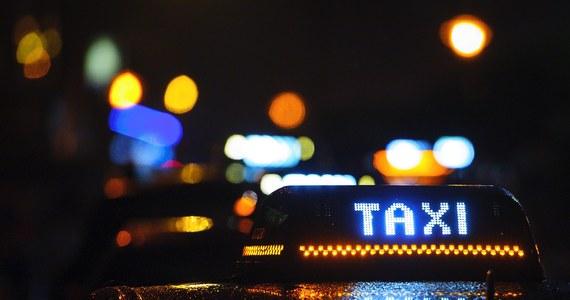 """We Francji wybuchł skandal ws. astronomicznych rachunków za taksówki, zapłaconych z pieniędzy podatników. Prokuratura wszczęła śledztwo w sprawie """"królowej taksówek"""" - jak nazwały ją media. Chodzi o byłą szefową sławnego publicznego Centrum Kultury im. Georgesa Pompidou, która wydała na poruszanie się po Paryżu taksówkami prawie pół miliona euro."""