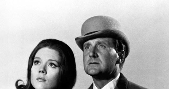 """W wieku 93 lat zmarł w swoim domu w Rancho Mirage, w Kalifornii, aktor Patrick Macnee. Zyskał sławę rolą tajnego agenta Johna Steeda w popularnym szpiegowskim serialu  brytyjskiej TV z 1961 r. """"The Avengers"""" (polski tytuł: """"Rewolwer i melonik"""")."""