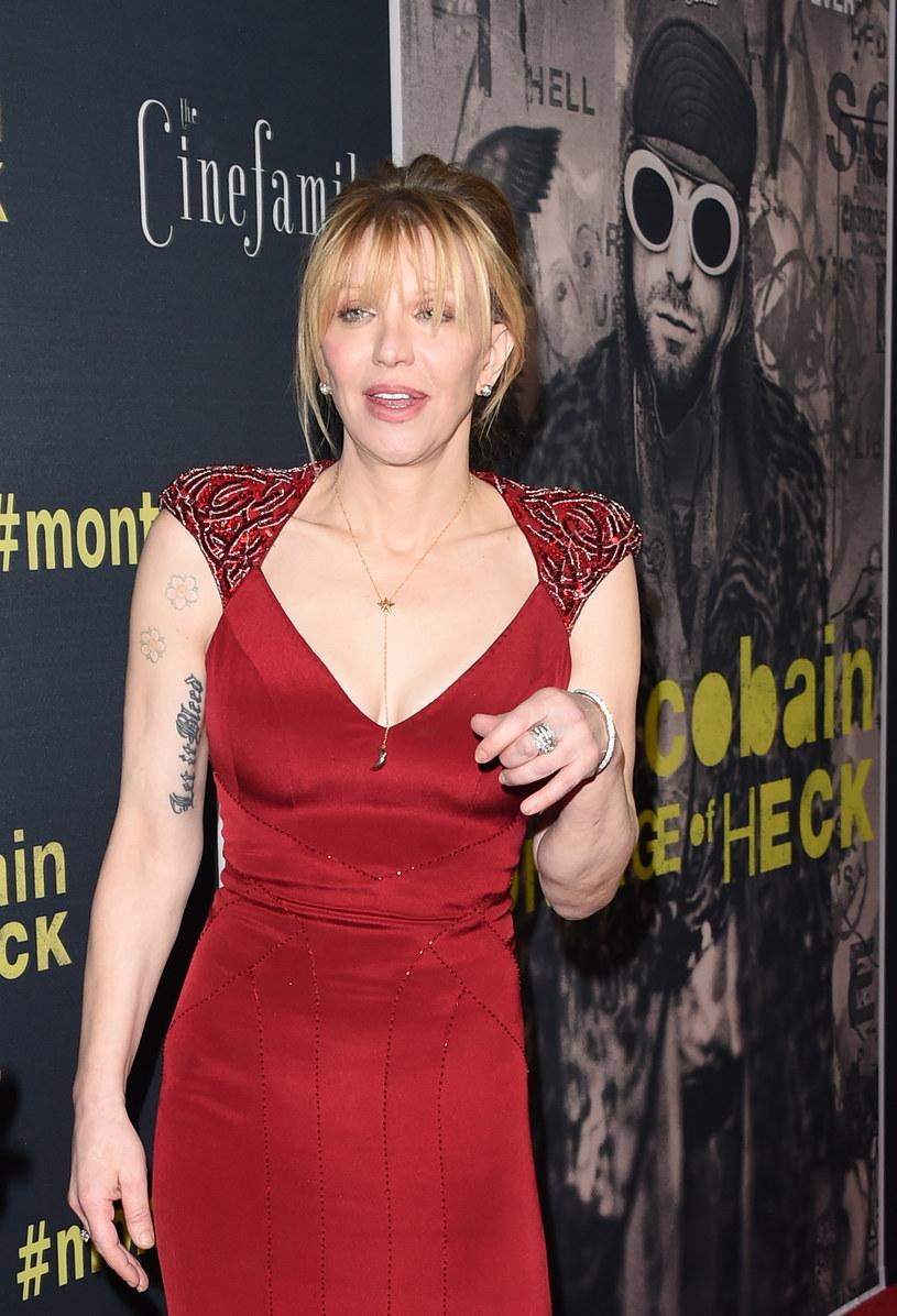 Była żona Kurta Cobaina nie mogła przewidzieć, że jej wizyta we Francji będzie przebiegała w taki sposób. Courtney Love przypadkowo została ofiarą ataku lokalnych taksówkarzy.