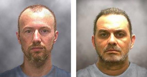 Nie żyje jeden z uciekinierów z pilnie strzeżonego więzienia w stanie Nowy Jork. 49-letni mężczyzna zginął podczas obławy.
