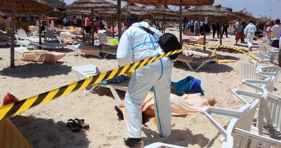 Terrorystyczne ugrupowanie Państwo Islamskie wzięło na siebie odpowiedzialność za śmiertelny zamach w tunezyjskim kurorcie Susa. Terroryści otworzyli ogień do wypoczywających na plaży oraz przy basenie turystów. Premier Tunezji podał najnowszy bilans ofiar – to 39 osób: Brytyjczycy, Niemcy,  Belgowie, Norwedzy i Irlandczycy. Wśród poszkodowanych turystów nie ma Polaków.